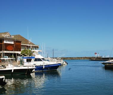Le port de plaisance de Saint-Gilles Les Bains à Île de La Réunion